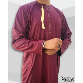 Qamis Omani - Tissu Precious Bordeaux Satin et Broderie Jaune - Custom Qamis