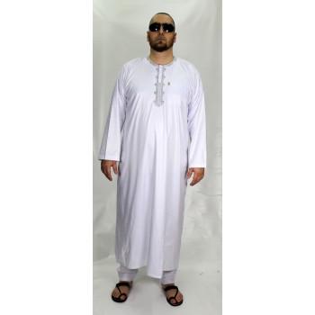 Ensemble Qamis Blanc et Broderie Gris AFAQ - Manche Longue + Pantalon - Sans Col - Tissu Glacé